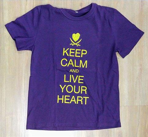 "Hearts Bleed Blue ""Keep Calm"" Camiseta Roxa"