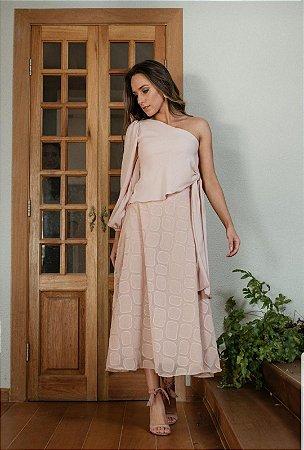 Saia Scusi, longa de tecido bem leve e detalhes da textura  bordada, na cor rose