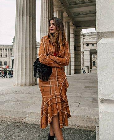 Camisa Romaria jacquard de trico xadrez marrom e caramelo manga longa