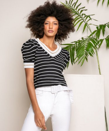 T-shirt listrada em tricot