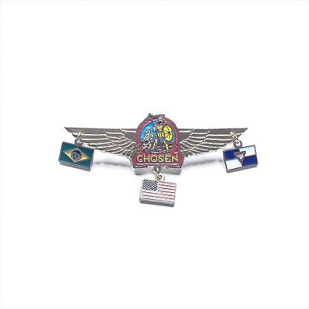Pin, chosen, com asas e três pingentes