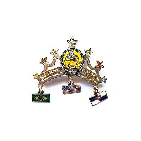 Pin Forever Faithful, Coroa com três bandeirinhas