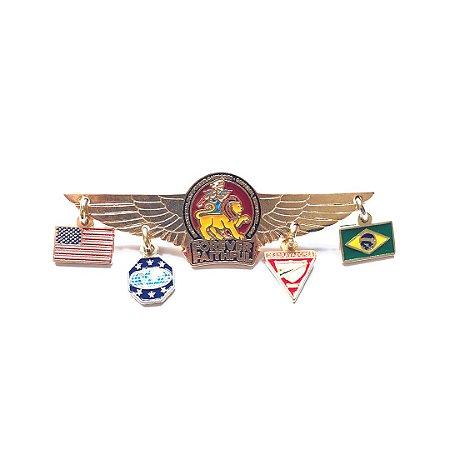 Pin Forever Faithful, logo com asas, bandeirinhas Brasil, EUA, D1 e LD1