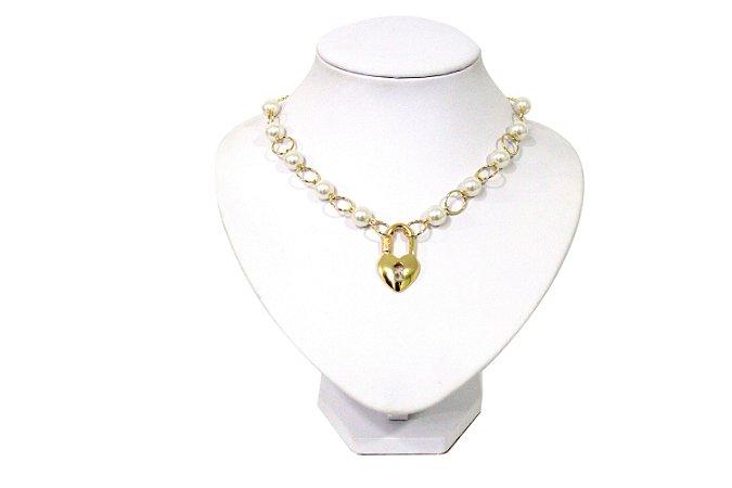 Gargantilha dourada com pérolas pingente cadeado de coração
