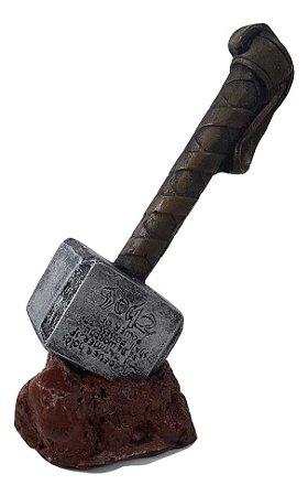 Martelo Thor Mjolnir de Resina - Vingadores - 18cm