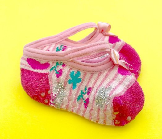Sapatilha bebê antiderrapante básica rosa cereja