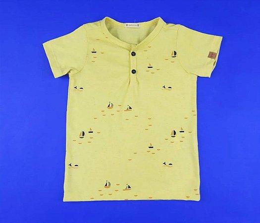 Camisa Gola V com Detalhe de Botão Cor Amarela