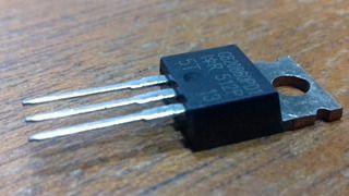 TRANSISTOR IRGB4062D PEQUENO TO220 MET
