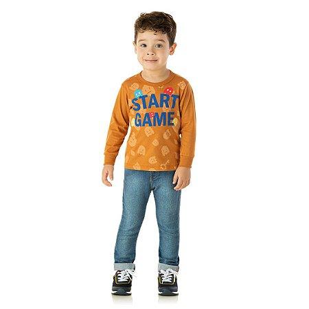 Camisa em meia malha laranja ocre com estampa e detalhes em puff