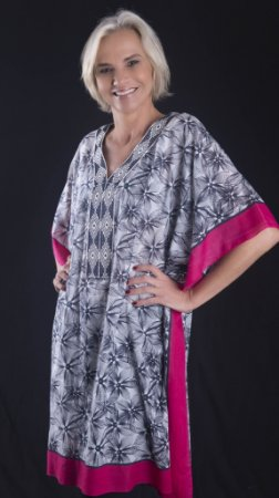 Bata túnica estampa arabesco plus size