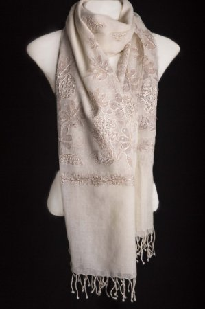 PASHMINA OFF WHITE BORDADA 100% LÃ BUNCH SENIOR LÃ DA KASHMIRA