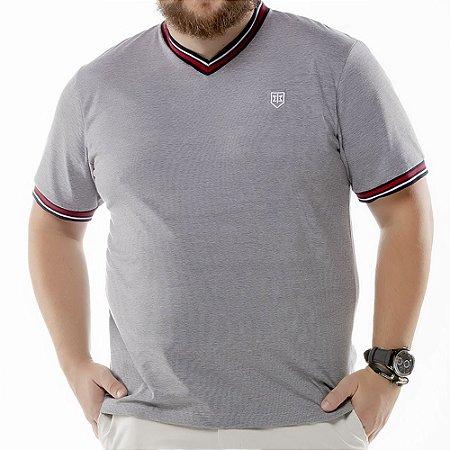 "Camiseta Retilínea Decote ""V"" Plus TZE Preta"