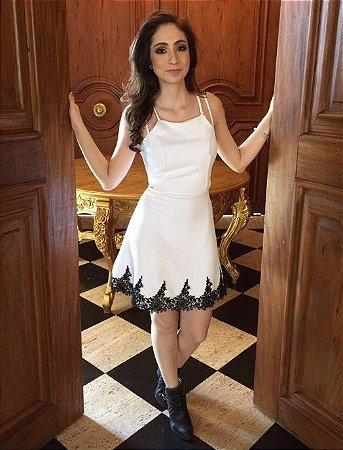 Vestido Jacquard Branco com Guipir Preto