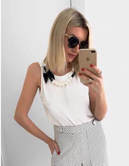 Blusa crepe off white com colar de pérolas - Unique Chic