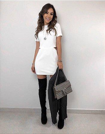 Vestido Curto Off White com Abertura - Loubucca