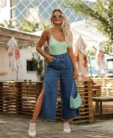 Calça jeans pantacourt com botões - alcance