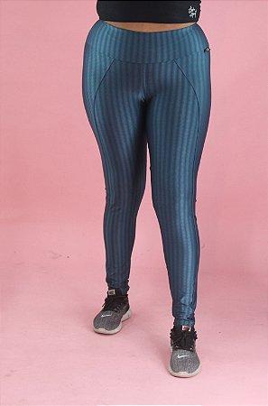 Legging azul disfarça celulite
