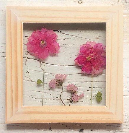 Quadro de Flores Naturais - 2 Flores Rosa e 2 menores