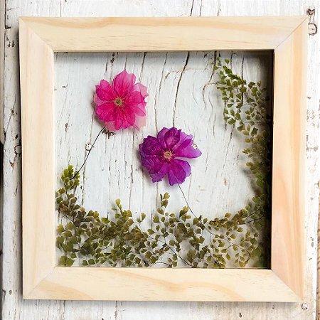 Quadro de Flores Naturais - flores Pink e Roxa e ramos de folhas