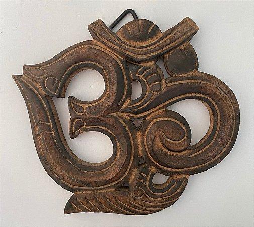 Símbolo OM em madeira p/ parede 15cm