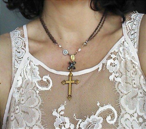 Coleção Carola - Colar Cruz Madeira
