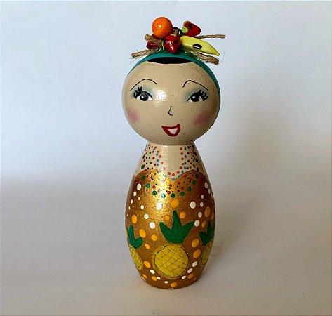 Boneca em madeira Carmem Miranda Abacaxis