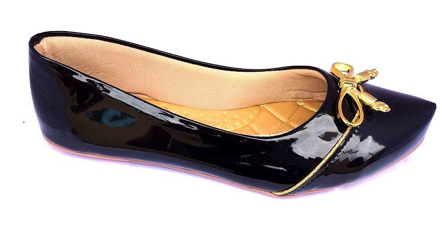 sapatilha cor preto com laço  dourado