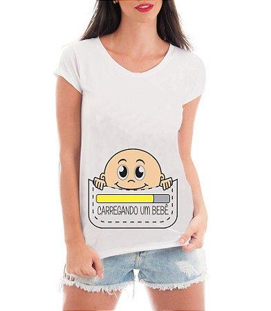 Camiseta Gestante Grávidas Carregando um Bebê - Frases Engraçadas Grávidas Personalizadas/ Customizadas/ Estampadas/ Camiseteria/ Estamparia/ Estampar/ Personalizar/ Customizar/ Criar/ Camisa Blusas