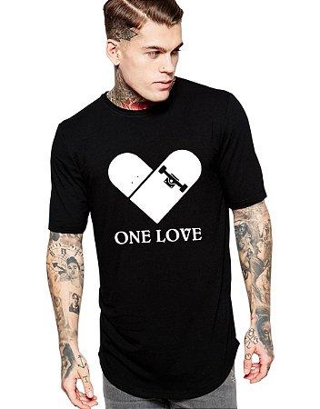 Camiseta Long Line Oversized Masculina One Love Skate Camisetas Barra Curvada - Camisetas Personalizadas/ Customizadas/ Estampadas/ Camiseteria/ Estamparia/ Estampar/ Personalizar/ Customizar/ Criar/ Camisa Blusas Baratas Modelos Legais Loja Online