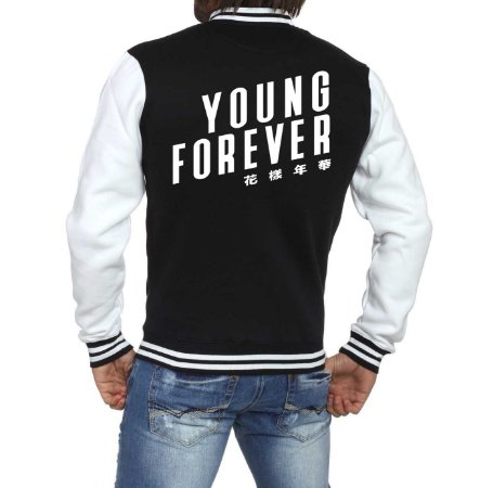 Jaqueta College Masculina BTS Bangtan Boys Young Forever Nova Logo BTS - Jaquetas Colegial/ Americana/ Universitária/ Baseball/ de Frio/ Preto e Branco/ Personalizadas/ Blusas/ Casacos/ Blusão Baratos