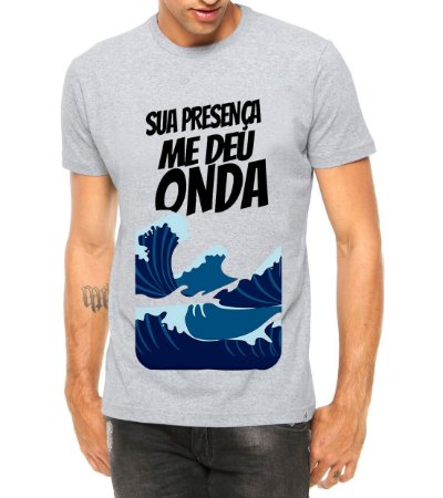 Camiseta Masculina Sua Presença Me Deu Onda Música Letra Funk Cinza - Personalizadas/ Customizadas/ Estampadas/ Camiseteria/ Estamparia/ Estampar/ Personalizar/ Customizar/ Criar/ Camisa Blusas Baratas Modelos Legais Loja Online