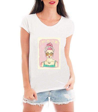 T-shirt Feminina Branca Menina Mulher Intelectual - Frases Engraçadas Grávidas Personalizadas/ Customizadas/ Estampadas/ Camiseteria/ Estamparia/ Estampar/ Personalizar/ Customizar/ Criar/ Camisa T-shirts Blusas