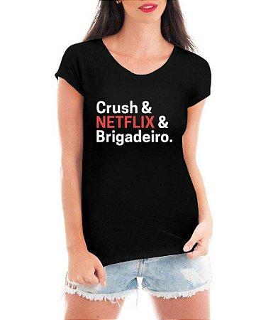 T-shirt Feminina Crush e netflix e brigadeiro - Personalizadas/ Customizadas/ Estampadas/ Camiseteria/ Estamparia/ Estampar/ Personalizar/ Customizar/ Criar/ Camisa Blusas