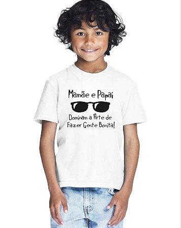Camiseta Infantil Menino Mamãe e Papai Dominam a Arte De Fazer Gente Bonita Frases - Personalizadas/ Customizadas/ Estampadas/ Camiseteria/ Estamparia/ Estampar/ Personalizar/ Customizar/ Criar/ Camisa Blusas Baratas Modelos Legais Loja Online