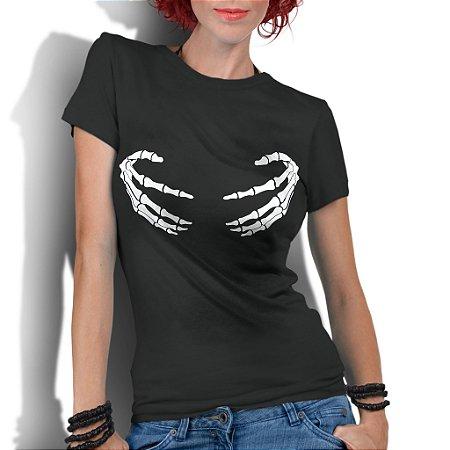Camiseta Feminina Divertida Mãos Bobas Esqueléticas- Personalizadas/ Customizadas/ Estampadas/ Camiseteria/ Estamparia/ Estampar/ Personalizar/ Customizar/ Criar/ Camisa Blusas Baratas Modelos Legais Loja Online