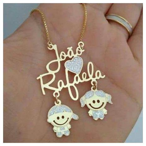 Colar 2 nomes simples coração e 2 bonecos pendurados personalizados ouro semi joia folheada
