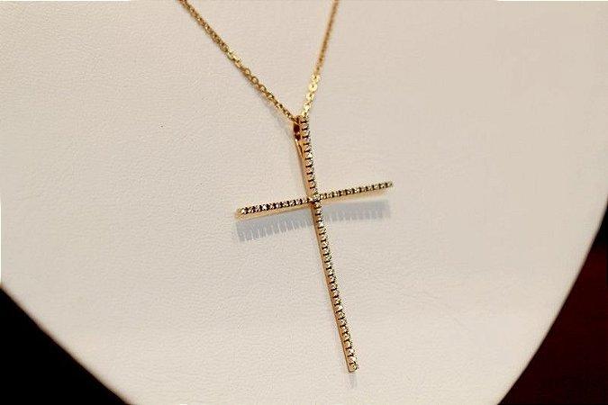 Colar Crucifixo com Diamantes ouro amarelo 18K