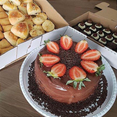 Kit festa incluso 1,5kg de bolo + 100 salgados + 50 doces
