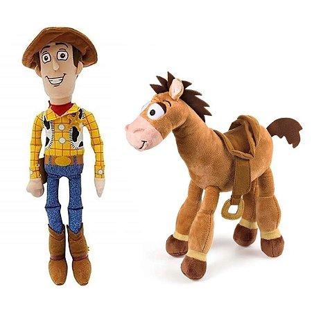 Woody e Cavalo Bala no Alvo Boneco de Pelúcia Toy Story 30cm com Som