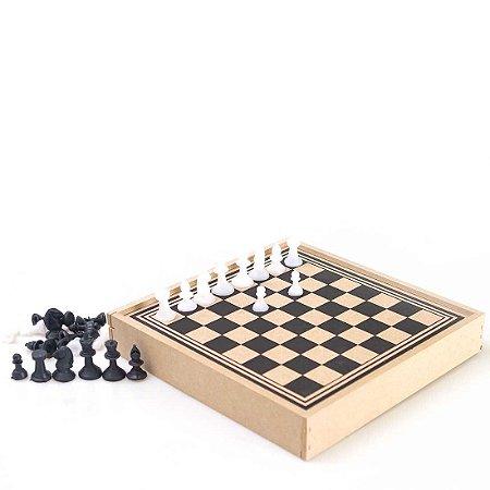 Jogo de Xadrez/Trilha Escolar KM com Estojo em Madeira 31x31cm