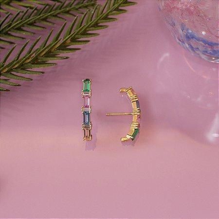 Brinco ear hook dourado com cristais coloridos