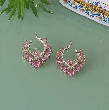 Brinco dourado com detalhes no cristal rosa e zircônias