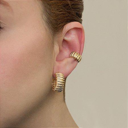 Piercing de encaixe de argola dourado