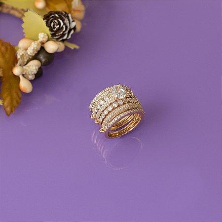 Anel dourado sete elos com cravação em zircônias cristais