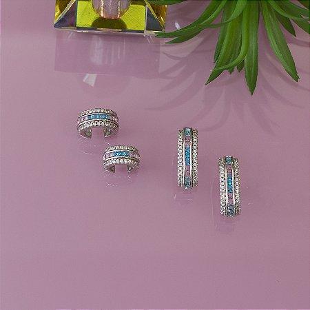 Brinco ear hook ródio branco com cristais azul e rosa e cravação em zircônias