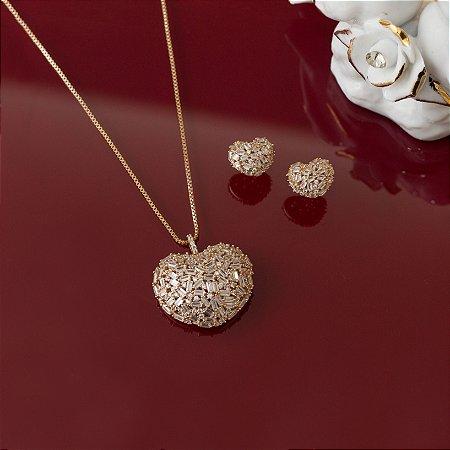 Conjunto de brinco e colar de coração dourado cravejado com navetes