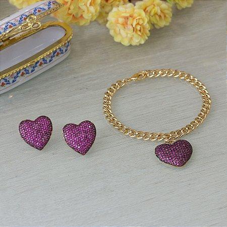 Pulseira dourada com pingente de coração cravejado em zircônias rosa