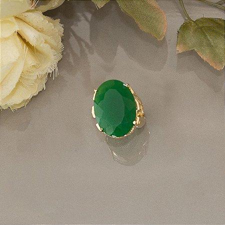 Anel dourado com pedra verde-esmeralda