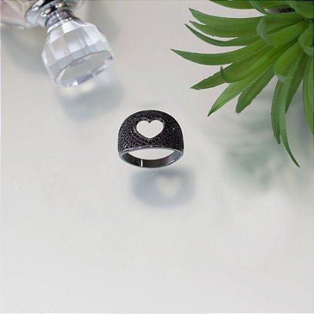 Anel em ródio black com cravação em zircônias