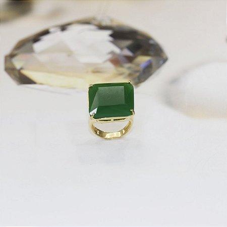 Anel dourado com cristal esmeralda